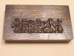 Fabetétes bronz doboz  mulatós jelenettel, kézimunka
