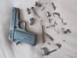 Beretta 1934 (34M) pisztoly hatástalanítva