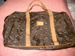 Kézipoggyász méretű könnyű utazó táska