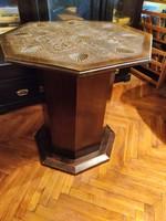 Antik kis asztal