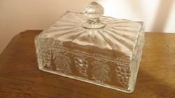 Vastag, domború mintás , öntött üveg vajtartó, a múlt század 30-as éveiből.