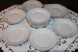 Antik Zsolnay fehér barokk  tollazott lapos  tányérok