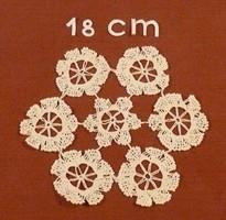 Csillagokból álló fehér horgolt terítő, 18 cm