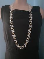 Különleges alkalmi nyaklánc csiszolt üveg, vagy kristály gyöngyökkel díszítve