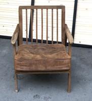 Karfás szék pálcikás vadi új bőrrel és szivaccsal