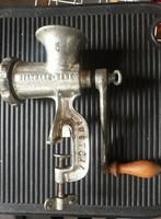 Régi/retro konyhai eszköz: Austria márkajelzésű  Antik öntött vas husdaraló
