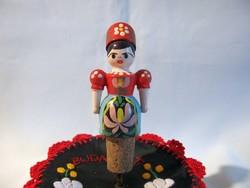 Kézzel Kalocsai mintával festett nő fa bábu parafa dugó 10 cm magas