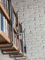 Könyvespolc egyedi design