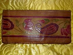 Különlegesen szép kézműves anyagában domború virágos bőr pénztárca irattárca