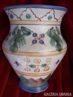 Habános Gorka Géza váza rákokkal  Magassága 16 cm. Alsó peremén egy kipattanás. Jelzett, 1960 körüli