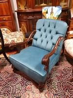 Felújított neobarokk stílusú dúsan faragott fotel