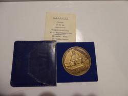 Csúcs Viktória 1934- / Kalocsa bronz emlékérem, APV műbőr tokban