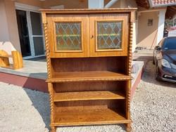 Eladó egy koloniál tálaló Bútor szép, újszerű állapotú. Méretei: 120 cm x 40 cm x 173 cm magas A fel