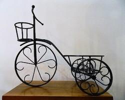 Egyedi készítésű antik stílusú velocipéd fém virágtartó / dísz