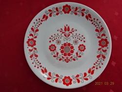 Alföldi porcelán, piros, népművészeti mintás falitányér, átmérője 19,5 cm.
