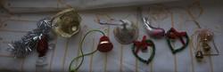Vegyes érdekes karácsonyfadísz gyűjtemény - karácsonyfa díszek egyben