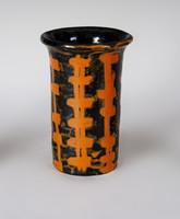 Gorka Lívia - Fekete-narancs váza
