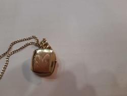 14 k. gyémántvésett arany nyaklánc fényképtartós medállal, 6,21 g