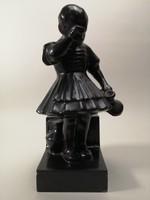 Art-deco kerámia szobor - Pityergő kislány