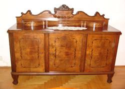 V43 Neobarokk diófa étkező garnitúra - vitrin, asztal, székek, tálaló szekrény, komód egyben