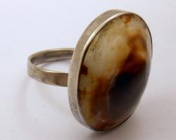 Modern 925-ös ezüst gyűrű érdekes barnás kő