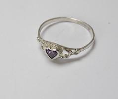Szív díszítésű, díszes,köves ezüst gyűrű.