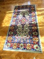 Piros, bézs, kék ,zöld, sárga színekkel szőtt  - gépi perzsa, szőnyeg