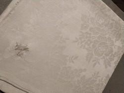 Szép damaszt szalvéta monogram hímzéssel, levélmotívum, 100 éves