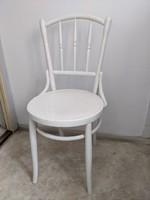 Tonett székkek kihajtható asztallal