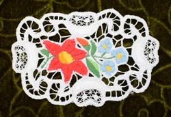 Hímzett riselt kalocsai mintás dísz terítő , lakástextil , dekoráció 12 x 8 cm