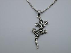 KK1098 Szalamandra formájú ezüst medál és bogyós nyaklánc 925 jelzett