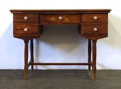 1D838 Antik ötfiókos porcelán fogantyús fenyő kisasztal íróasztal