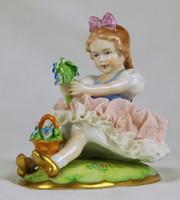 Csipke porcelán kislány virágokkal