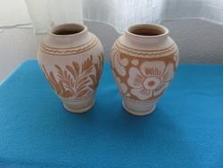 2 db jelzett korondi váza