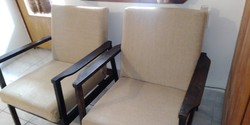 Skandináv design, Retro , Mid century  2 db felújított karfás fotel , szék, görgős lábú asztallal