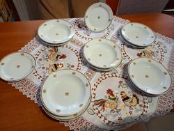 Zsolnay arany szegéllyes rózsás tányérok