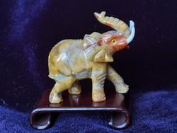 Gyönyörű részletgazdag elefánt faragás zsírkőből