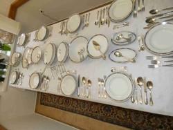 12 személyes, 73 db-os KPM (Königliche Porzellan-Manufaktur Berlin) porcelán étkészlet 1922-ből.