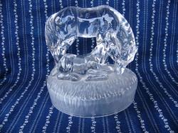 A08 Ló, kanca és csikója tömör üvegszobor