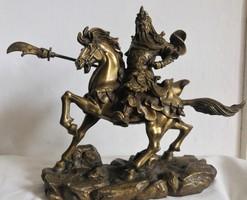 Keleti harcos lovas szobra