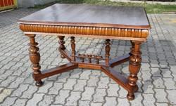 Ónémet dúsan faragott kihúzható asztal