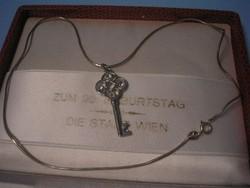 N12 Ezüst 925 láncon ékkő díszes a mennyország bejáratához is való kis  kulcsával eladó