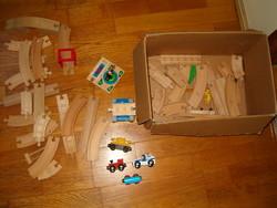 doboznyi ránézésre retrónak látszó fa autóverseny pálya autókkal gyerek játék KIÁRUSÍTÁS kreatív