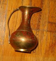 Réz csinos antik hatású művészi réz váza 1958 india aljan felirat