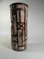 Iparművészeti kerámia váza, Jelzett