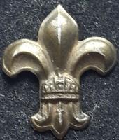 Cserkész jelvény koronás, tűnélküli! átlagos kidolgozású bronz, magassága:27mm,szélessége: 23mm,