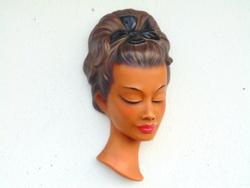 Terrakotta női fej falidísz