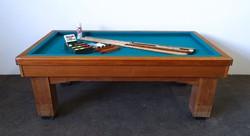 1D871 Antik karambol biliárdasztal 112 x 206 cm kiegészítőkkel