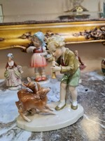 Ritka,német porcelán: gyerek fuvolázik őzikéknek