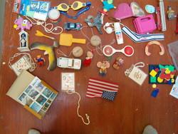Sok darab régi játék retró szocreál trafik áru gyerek 80 as 90 es évek kisautók katona stb